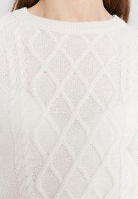 Davida Cashmere - CABLE DETAIL  - Neule - white - 5