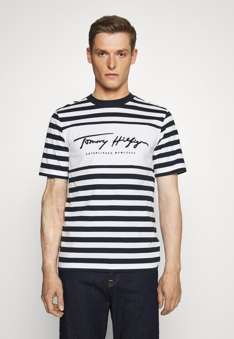 Tommy Hilfiger - SIGNATURE STRIPE RELAXED FIT TEE - Print T-shirt - blue