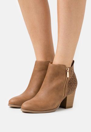 WENDIE - Ankle boots - camel