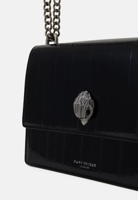 Kurt Geiger London - SHOREDITCH CROSS BODY - Across body bag - blackpatent - 4