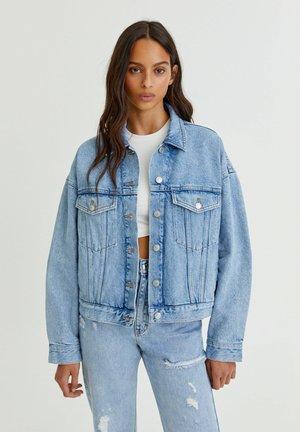 MIT FALLENDER SCHULTERNAHT - Kurtka jeansowa - light blue