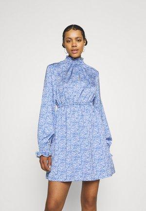 PADDED SHOULDER MINI DRESS - Sukienka letnia - blue comb