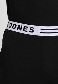 Jack & Jones - JACNIGHTWEAR GIFT SET - Pyjama set - black - 3