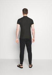 Tommy Hilfiger - BASEBALL COLLAR SLIM - Jednoduché triko - black - 2