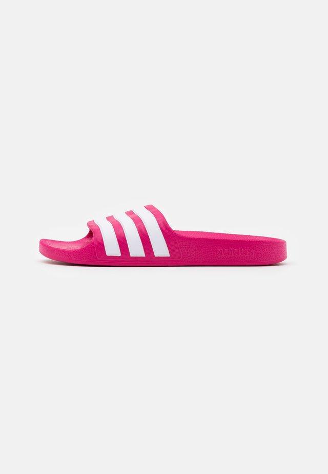 ADILETTE AQUA UNISEX - Sandály do bazénu - real magenta/footwear white