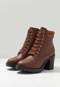 Anna Field Wide Fit - Kotníkové boty na platformě - cognac - 4