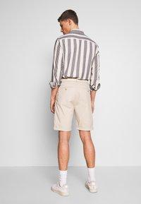 Esprit - Shorts - light beige - 2