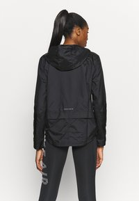Nike Performance - ESSENTIAL JACKET - Běžecká bunda - black - 2