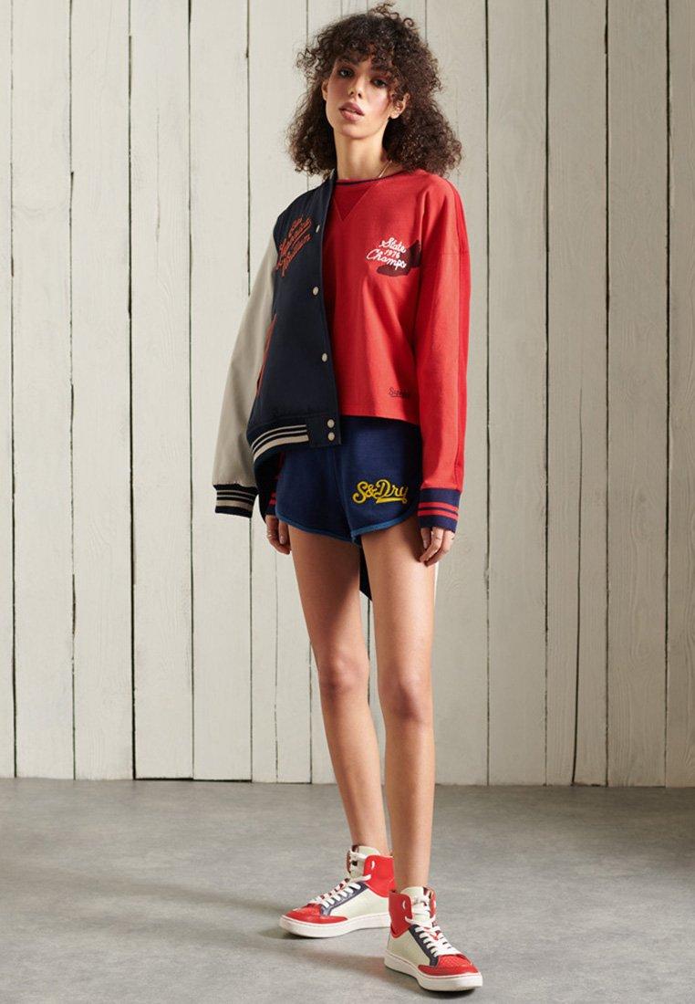 Women COLLEGIATE GRAPHIC - Long sleeved top