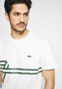 Lacoste - Print T-shirt - flour - 4