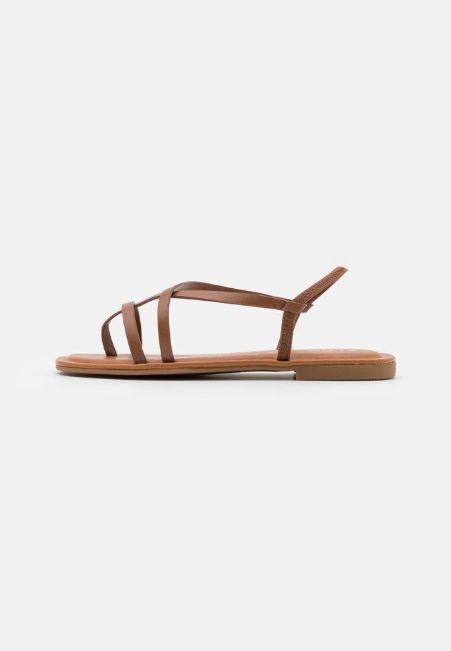 BROASA - Sandály s odděleným palcem - brown