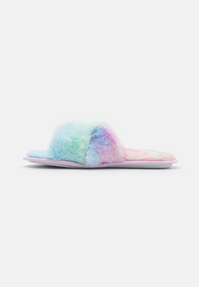 FLUFFY CROSS SLIDER - Chaussons - rainbow