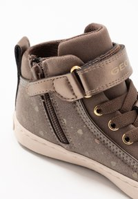Geox - KALISPERA GIRL - Zapatillas altas - dark beige - 2