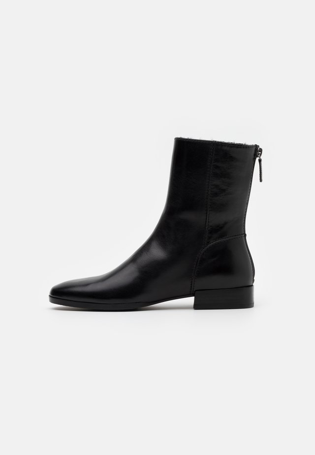 WHITE - Bottines - black