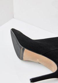 faina - Ankle boots - schwarz velour - 3