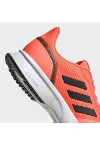 adidas Performance - Obuwie do biegania Szlak - signal coral - 9