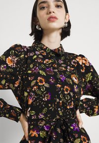 Pieces - PCFALISHI MIDI SHIRT DRESS - Skjortklänning - black - 4