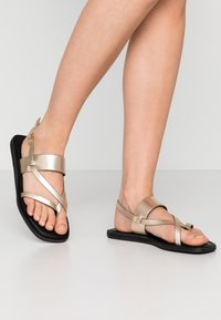 Shoe The Bear - TAO STRAP - T-bar sandals - gold - 0