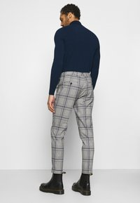 Scotch & Soda - BLAKE CLASSIC PLEATED STRUCTURED - Trousers - combo - 2