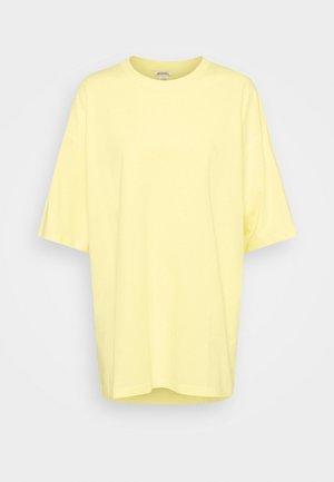 CISSI TEE - T-shirt imprimé - yellow