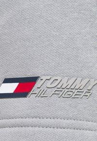 Tommy Hilfiger - LOGO SHORT - Pantaloncini sportivi - grey - 2