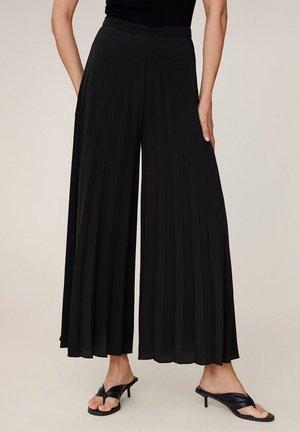 PLISSIERTE PALAZZOHOSE - Spodnie materiałowe - schwarz