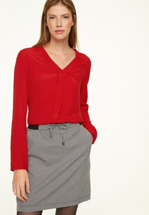 MIT V-NECK - Blouse - scarlet red