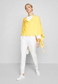 comma - PONCHO - Poncho - yellow - 1