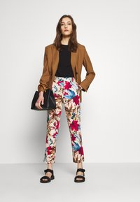 Pedro del Hierro - FLORAL PRINT TROUSER - Trousers - brown/print - 1