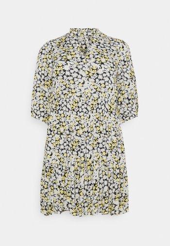 KCFERINA DRESS - Korte jurk - golden haze and chalk daisy