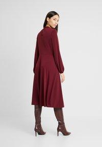 Wallis Tall - HIGH NECK KEYHOLE DRESS - Sukienka z dżerseju - purple - 3