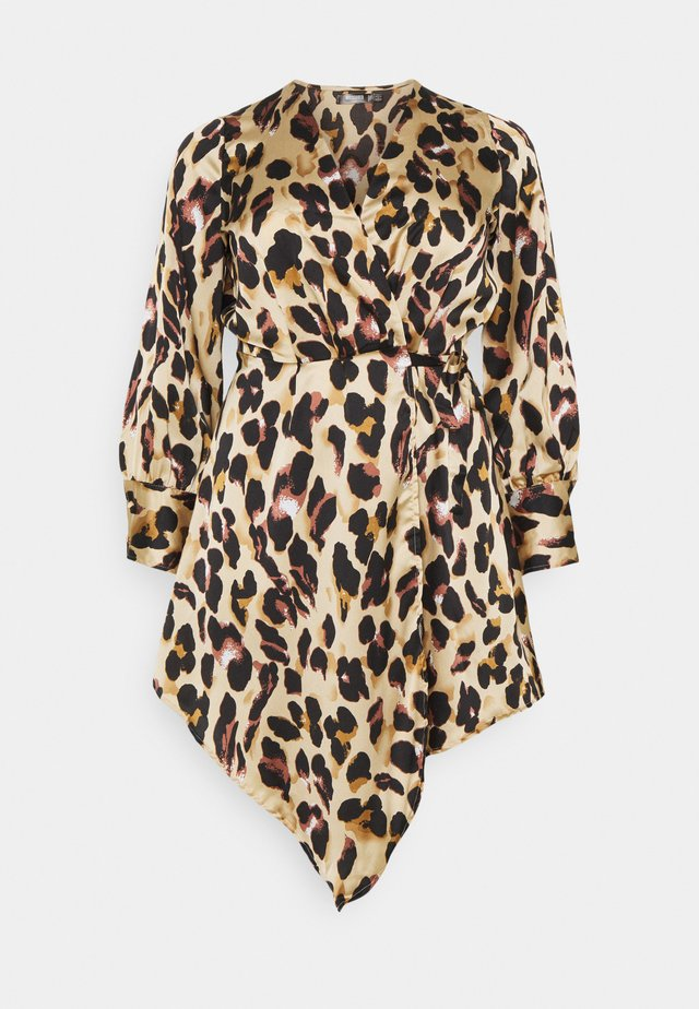 ANIMAL PRINT WRAP FRONT DRESS - Vapaa-ajan mekko - sand
