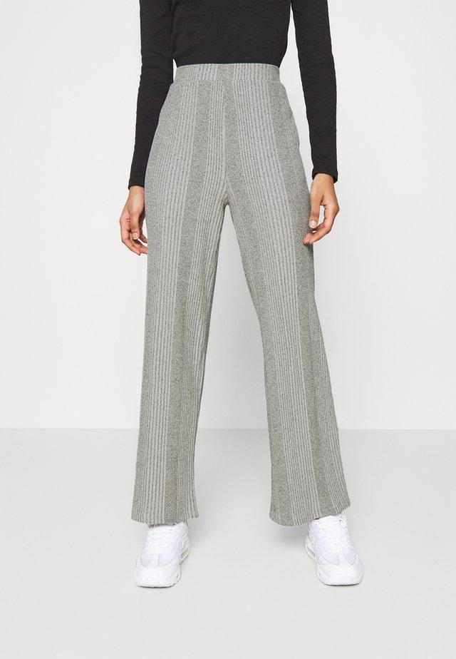 PCMANVI WIDE PANT - Pantalones - dark grey melange