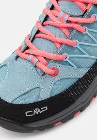 CMP - KIDS RIGEL TREKKING SHOE WP UNISEX - Hiking shoes - clorophilla/red fluo - 5