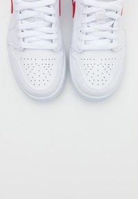 Jordan - AIR 1  - Zapatillas - white/university red - 5