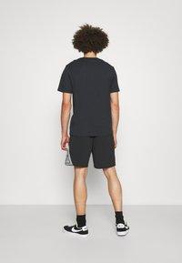 HUF - HYBRID - Shorts - black - 2