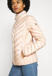MICHAEL Michael Kors - SHORT PACKABLE PUFFER - Down jacket - powder blush - 5