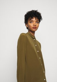 By Malene Birger - COLOGNE - Button-down blouse - hunt - 3