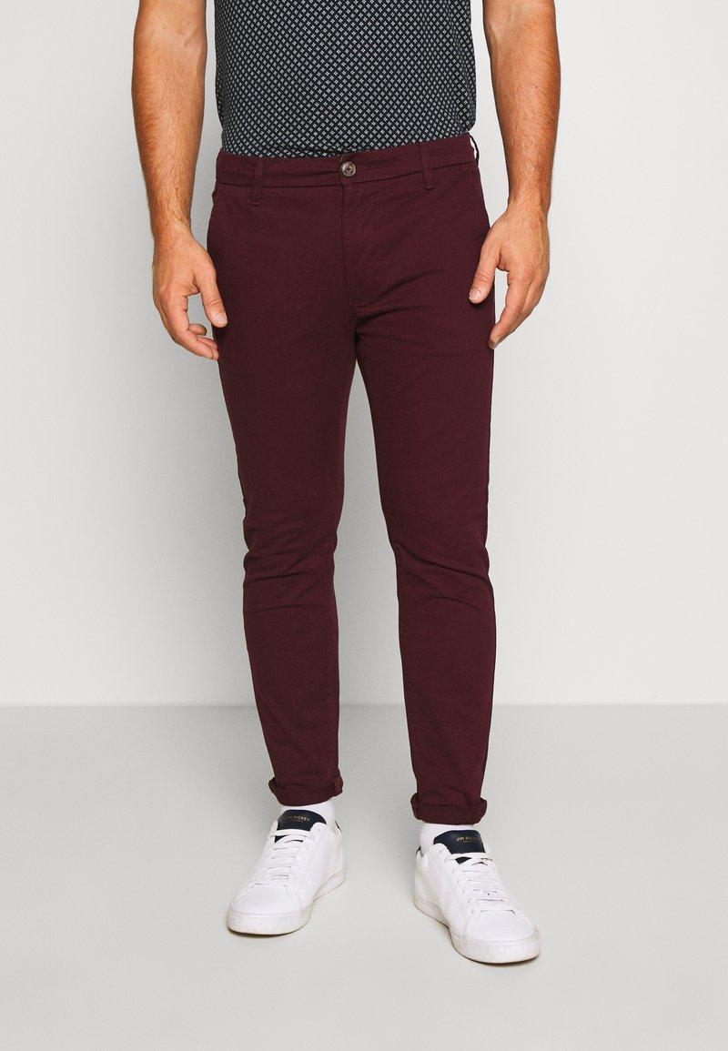 Burton Menswear London - Pantalones chinos - burg