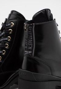 Nubikk - JANE VELAS - Lace-up ankle boots - black mirror - 4