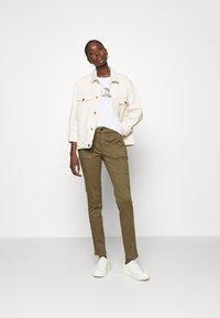 Banana Republic - PALM GRAPHIC TEE - Print T-shirt - white - 1