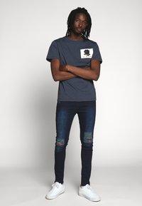 Kent & Curwen - ROSE PATCH ICON - Print T-shirt - deep blue - 1