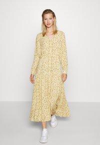 Monki - MINNA DRESS - Robe longue - yellow medium/dusty - 0