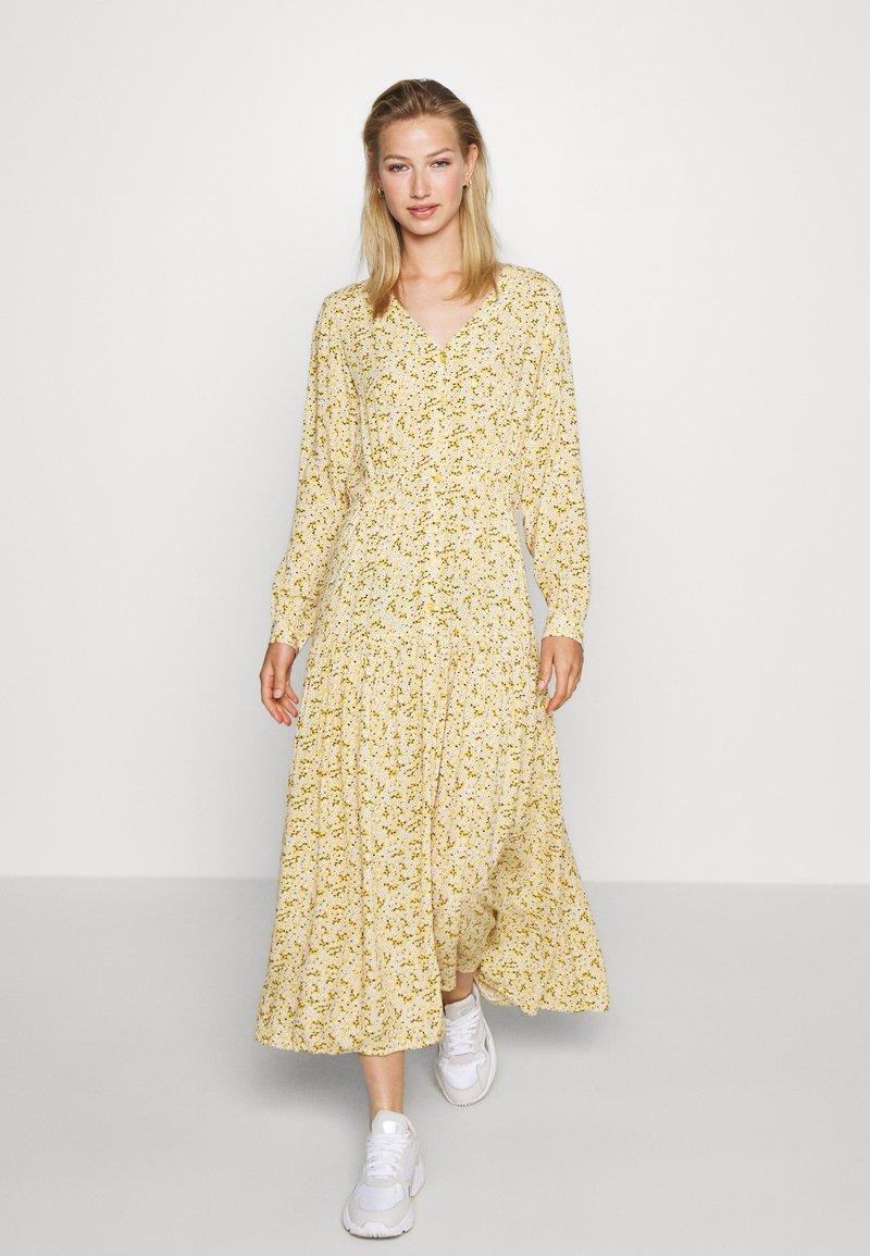 Monki - MINNA DRESS - Robe longue - yellow medium/dusty