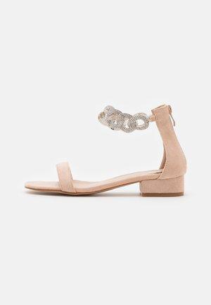 ZUMI - Sandały - nude