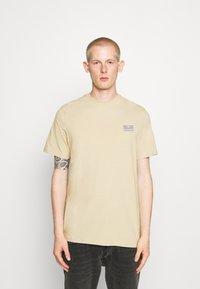 Hummel Hive - FERIE UNISEX - T-shirt imprimé - pale khaki - 0