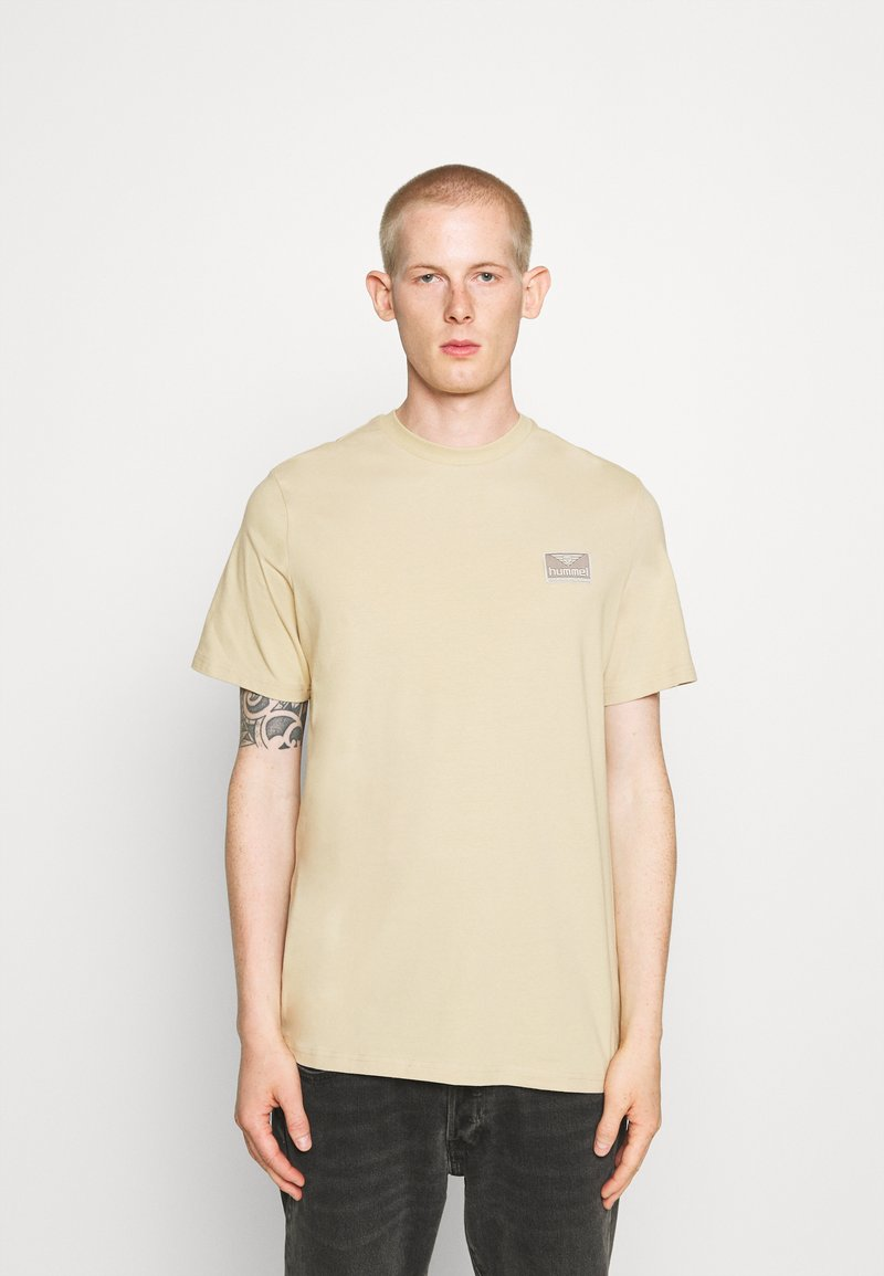 Hummel Hive - FERIE UNISEX - T-shirt imprimé - pale khaki