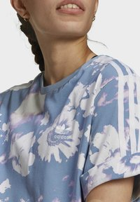 adidas Originals - ORIGINALS GRAPHICS DRESS RELAXED - Vestido ligero - multicolour - 3