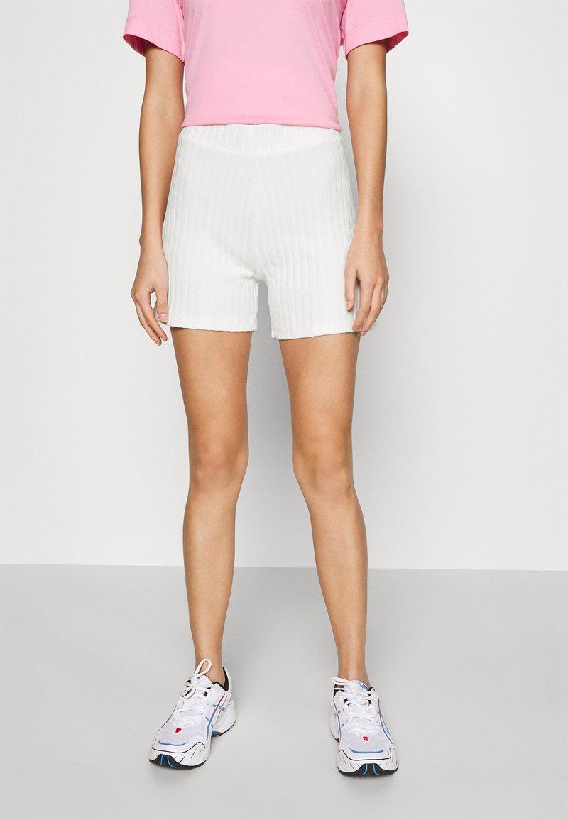 Gina Tricot - TARA - Shortsit - warm white