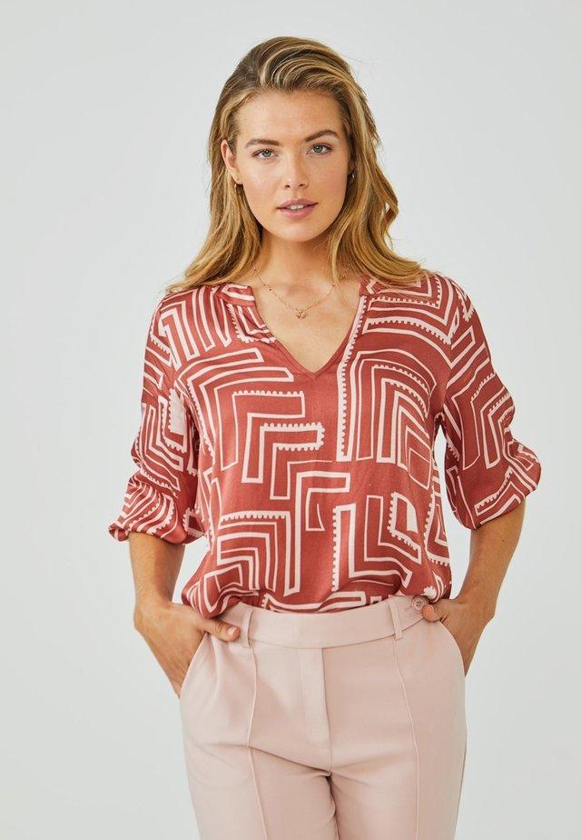 GRAZIELLA - Blouse - arabian red dessin